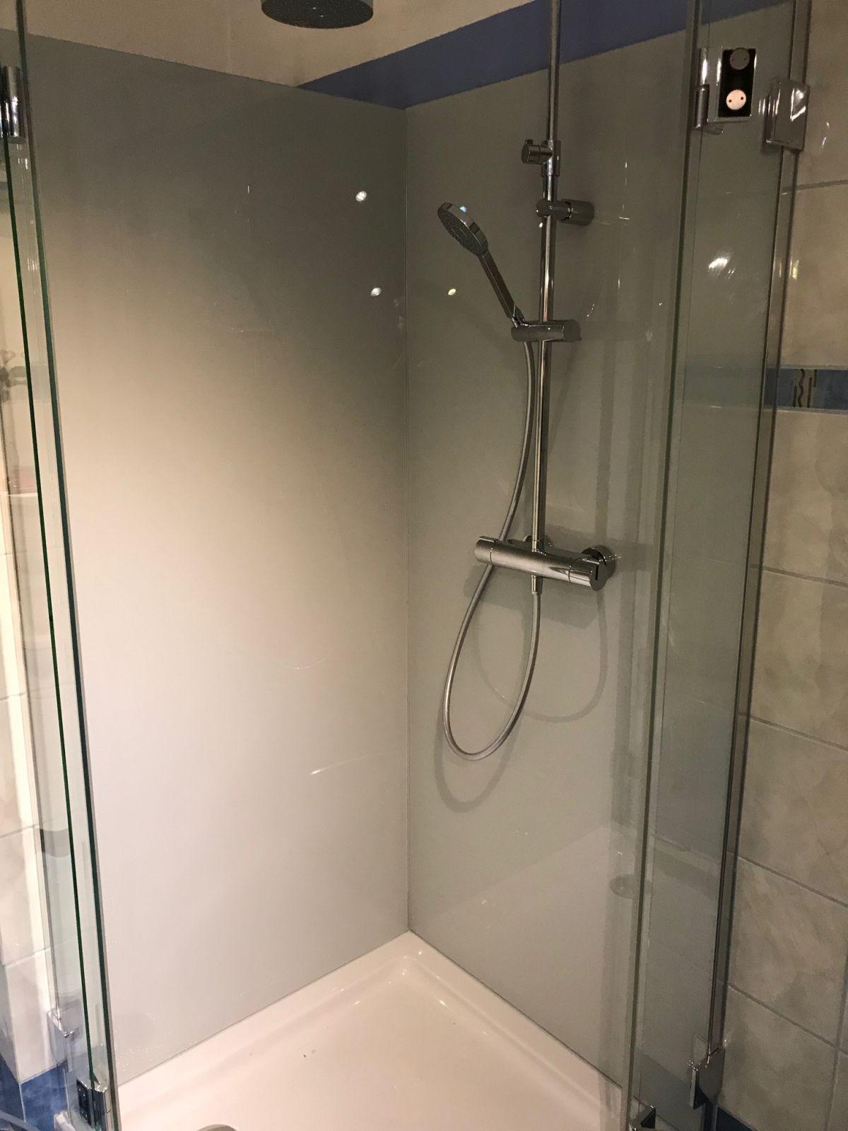 Dusche statt wanne fliesen tecchio glasduschr ckwand statt fliesen in der dusche glasduschen - Dusche statt fliesen ...